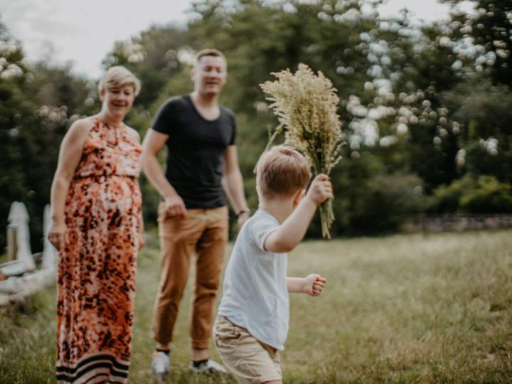 Familienspaziergang mit Hochzeitsfotograf Dresden
