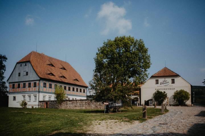 Landhochzeit mit Hochzeitsfotograf aus Dresden im Faktorenhof bei Zittau